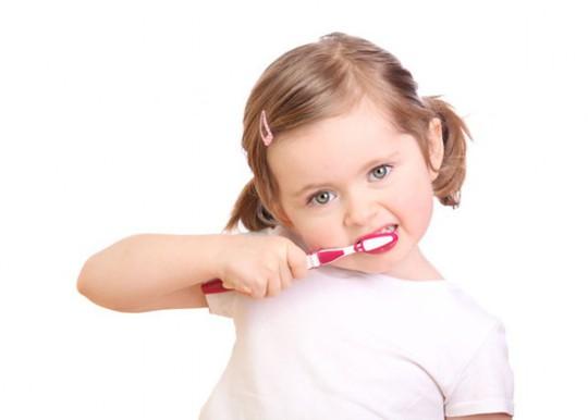 Image result for trẻ em đánh răng