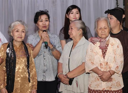 Nghệ sĩ Xuân Hương gửi những lời chúc đến các nghệ sĩ lão thành, sau khi chị bày tỏ ý định sáng tác kịch bản phim về các nghệ sĩ ở khu dưỡng lão .