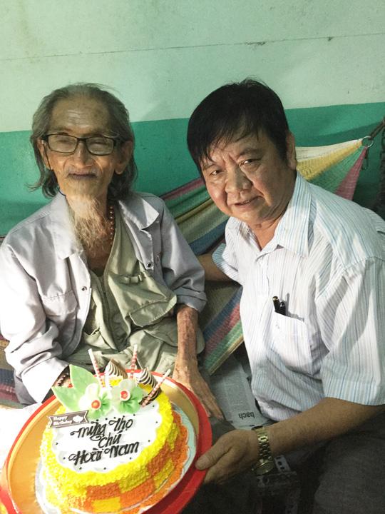 Soạn giả Đức Hiền và họa sĩ Hoài Nam trong ngày mừng thọ 85 tuổi