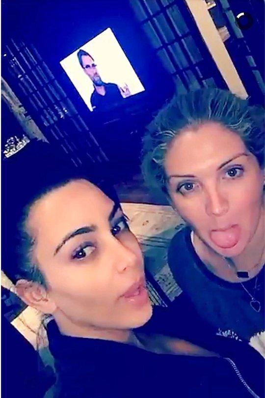 Kim Kardashian khoe đang xem chương trình về HLV Klopp