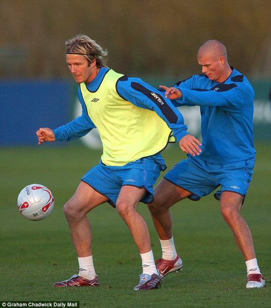 Beckham và Konchesky trong một lần lên tuyển Anh