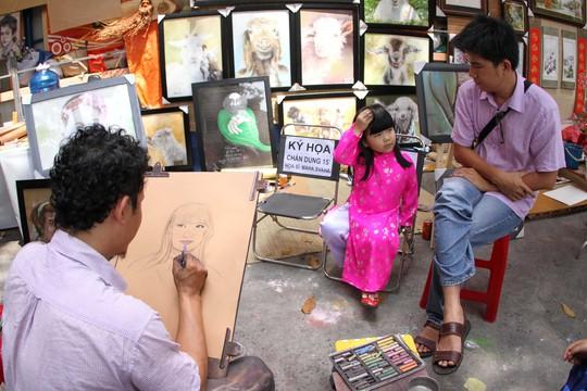 Phố ông Đồ còn có sự góp mặt của các họa sĩ vẽ chân dung