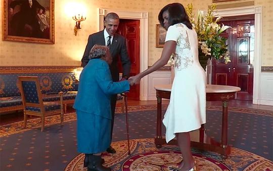 Cụ bà 106 tuổi nhảy nhiệt tình với vợ chồng tổng thống Mỹ
