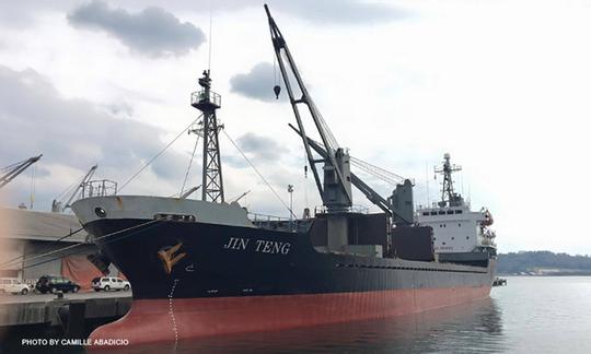 Tàu Jin Teng đang bị tạm giữ tại cảng Subic. Ảnh: CNN