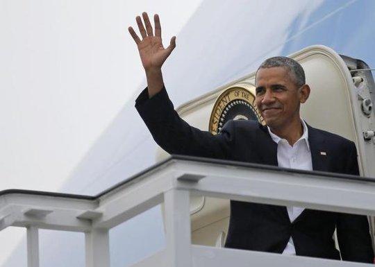 Ông Obama tại sân bay quốc tế ở Havana hôm 22-3. Ảnh: Reuters