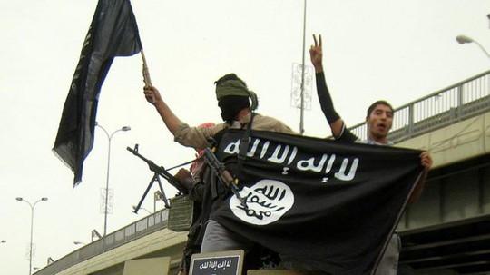 Các tay súng của Tổ chức Nhà nước Hồi giáo (IS) tự xưng. Ảnh: SKY NEWS