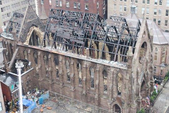 Nhà thờ St. Sava bị phóng hỏa tối 1-5. Ảnh: THE NEW YORK POST