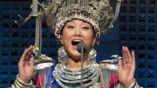 Nữ ca sĩ Song Zuying. Ảnh: AP