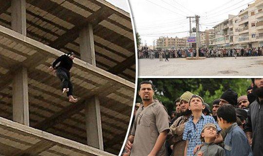 IS bắt trẻ em chứng kiến vụ hành quyết người đồng tính từ mái nhà. Ảnh: EXPRESS