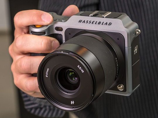 Hasselblad X1D, máy ảnh mirrorless đầu tiên dùng cảm biến lớn