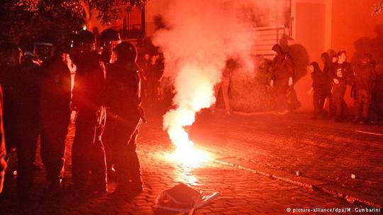 Bạo lực nổ ra lúc 23 giờ ngày 9-7 (giờ địa phương). Ảnh: DPA