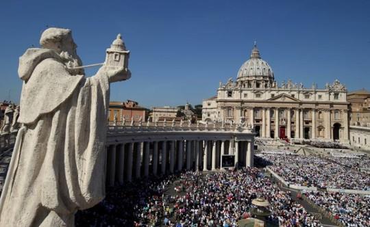Hàng chục ngàn người hành hương đã tham dự buổi lễ. Ảnh: REUTERS