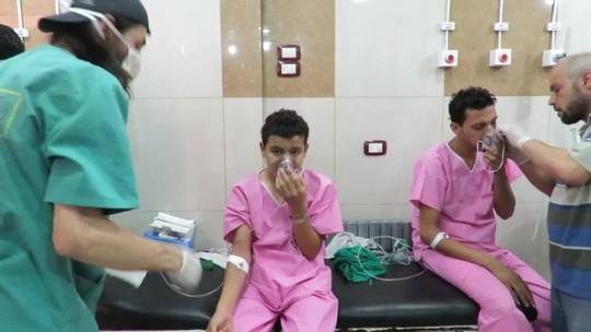 Chính phủ Syria bị cáo buộc thả khí clo vào dân thường. Ảnh: UGC