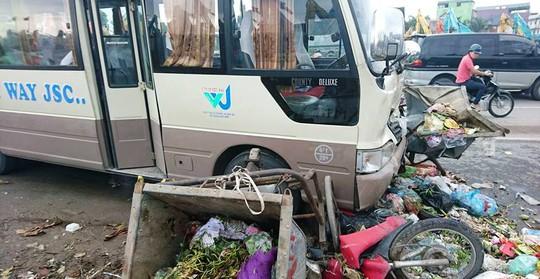 Hiện trường vụ tai nạn liên hoàn nghiêm trọng làm 3 người bị thương - Ảnh: CTV