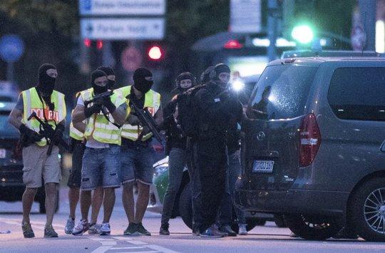 Cảnh sát đặc nhiệm Đức được huy động tới hiện trường. Ảnh: AP