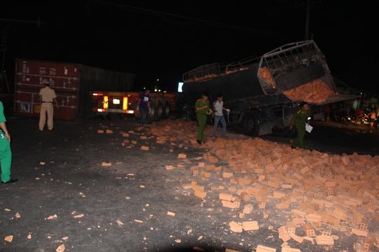 Va chạm xe container, tài xế xe tải chết trong cabin