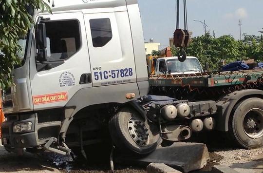 Chiếc xe container hư hỏng nặng sau vụ tai nạn
