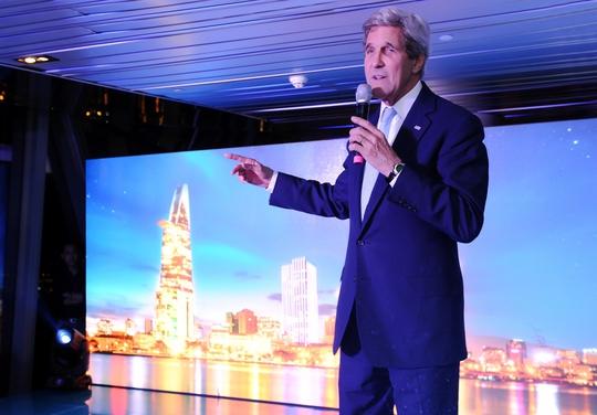 Ông John Kerry chia sẻ cảm nghĩ về chuyến thăm TP Hồ Chí Minh tại bữa tiệc