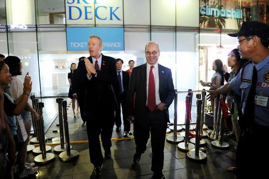 Phái đoàn rời khỏi tòa tháp Bitexco Financial Tower