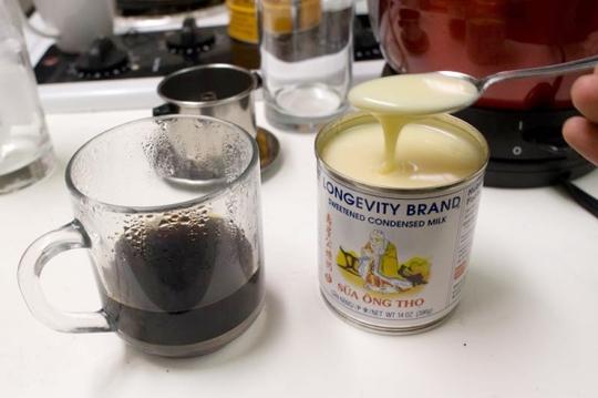 Bạc xỉu cũng sử dụng nguyên liệu sữa đặc và cà phê nhưng không là cà phê sữa? (Ảnh: Caphenguyenchat)