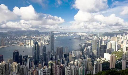 Hong Kong thịnh vượng nhờ cảng Victoria giống lòng chảo chứa ngọc theo cách nhìn của các nhà phong thủy.