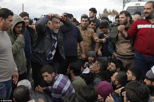 Chờ đợi trong tuyệt vọng ở Idomeni. Ảnh: Reuters