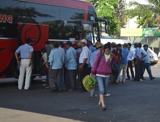 Tại Bến xe Miền Đông, xe khách liên tục vào bến
