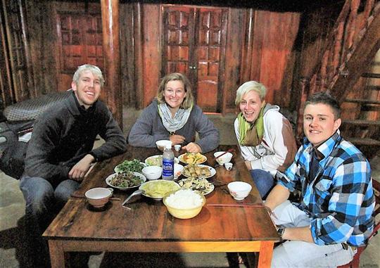 Du khách nước ngoài homestay ở Sapa. Ảnh sapatoursfromhanoi.com