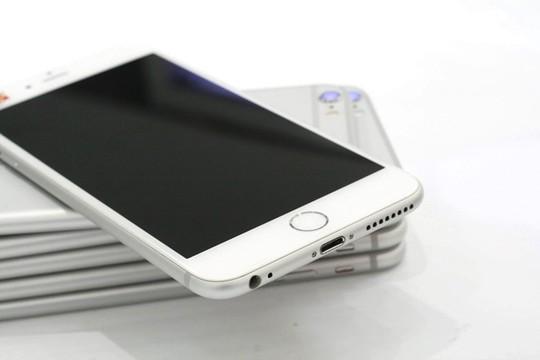 iPhone qua sử dụng tăng giá 500.000 - 700.000 đồng mỗi model. Ảnh: Tuấn Anh.