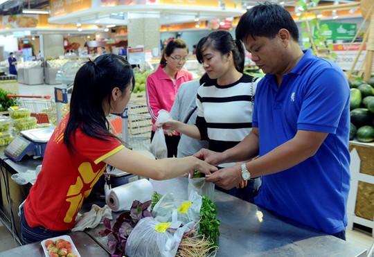 Chi phí sinh hoạt tại các quận trung tâm Hà Nội tương đối cao. Ảnh minh họa: Anh Tuấn.
