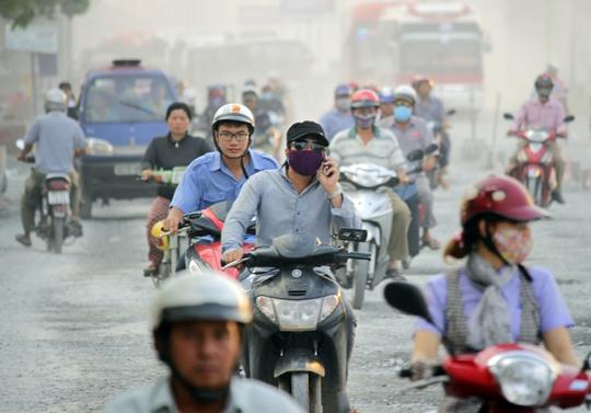 Tầm nhìn hạn chế, đường sá kinh khủng khiến con đường cửa ngõ miền Tây luôn hỗn loạn và bất an.