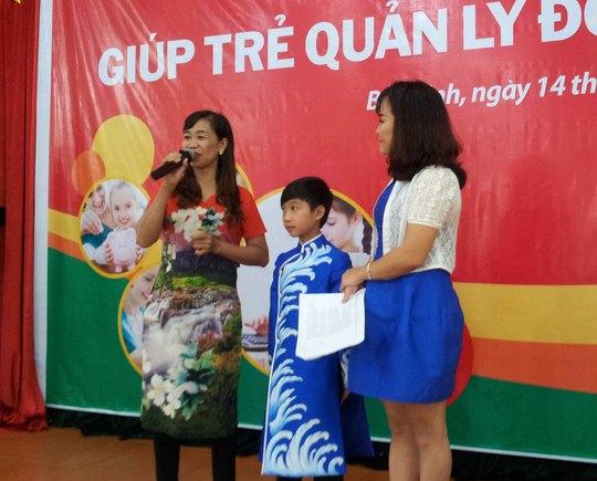 """Mẹ cháu Đức Vĩnh, quán quân """"Vietnam's Got Talent"""" mùa 2015, nói về cách giáo dục con chi tiêu tiền hợp lý"""