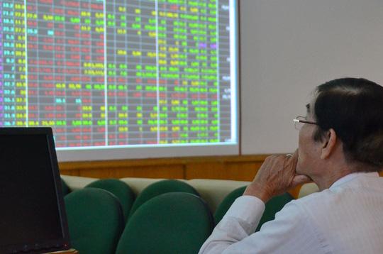 Những cổ phiếu có thị giá thấp hơn giá trị doanh nghiệp được nhà đầu tư quan tâm Ảnh: TẤN THẠNH