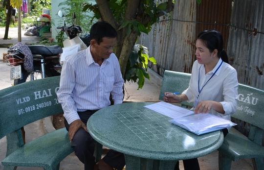 Điều tra viên lấy số liệu về nông nghiệp, nông thôn và thủy sản tại huyện Bình Chánh, TP HCM Ảnh: VÕ HIẾU