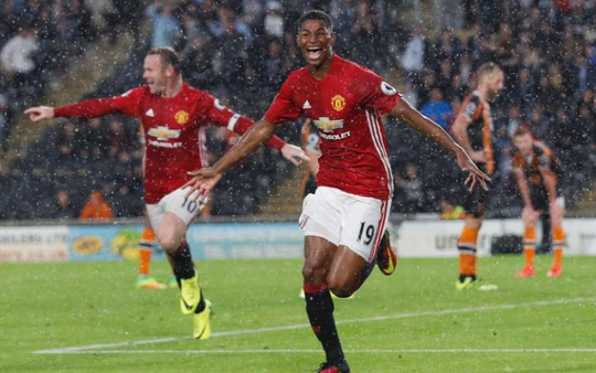 Rashford ăn mừng ghi bàn thắng vào lưới Hull City