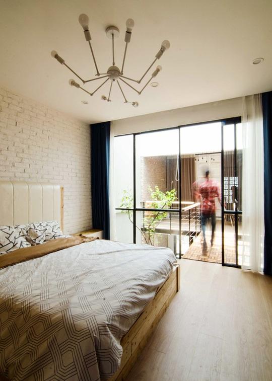 Phòng ngủ được thiết kế hiện đại, ấm cúng.