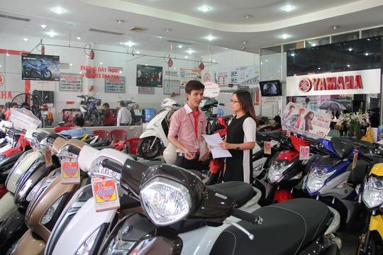 Khách hàng vay trả góp mua xe máy tại Home Credit được hưởng nhiều chương trình khuyến mãi