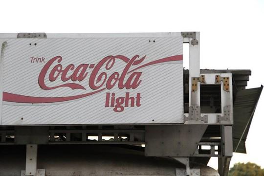 Tại nhiều nước, chai coke ăn kiêng được in tên Coca-Cola Light.