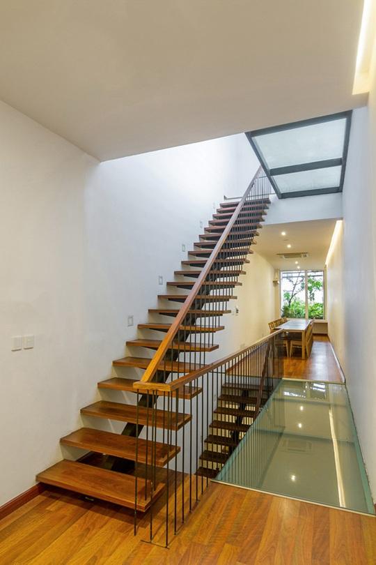 Hành lang kính là giải pháp kết nối và lấy sáng cho không gian nhà hiệu quả.