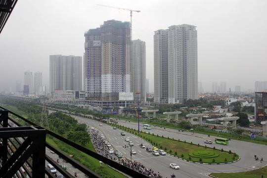 Tuyến metro số 1 đang dần rõ dáng, thành hình tại khu vực Thảo Điền khiến bất động sản ở khu vực này cũng sôi động theo. Tại khu vực này, ga Thảo Điền cũng cơ bản được xây dựng xong.