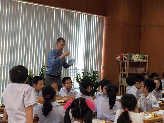 Một giờ học tiếng Anh với giáo viên nước ngoài của học sinh Trường Tiểu học Thành Công B, Hà Nội Ảnh: YẾN PHẠM