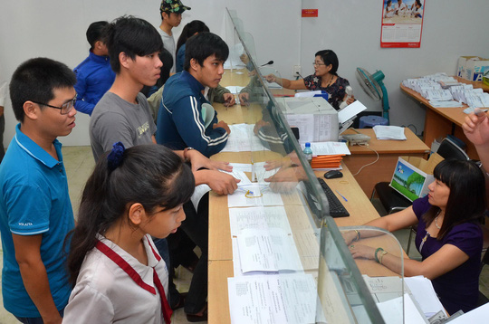 Những thí sinh cuối cùng tham gia xét tuyển nguyện vọng bổ sung đợt 1 tại Trường ĐH Công nghiệp TP HCM Ảnh: TẤN THẠNH