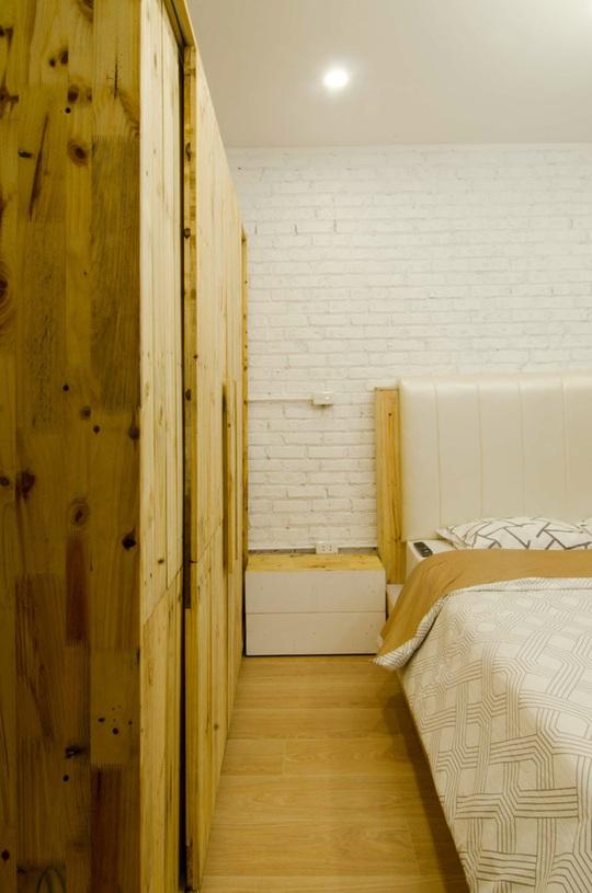 Anh Hiệp cho biết tất cả vật liệu gỗ trong nhà đều đã được qua xử lý chống ẩm cũng như mối mọt nên dù giá thành rẻ nhưng độ bền khá cao.