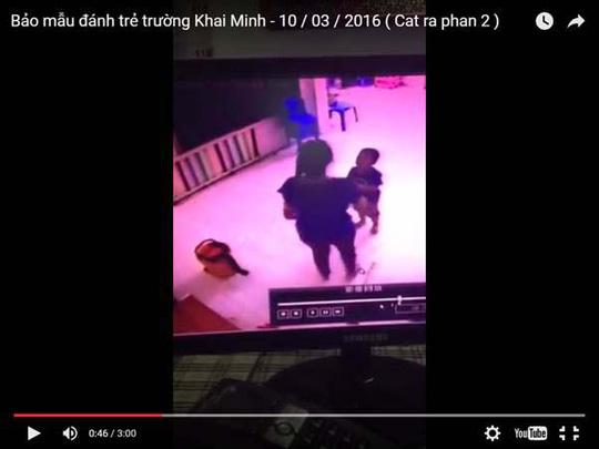 Bảo mẫu Trường Mầm non Tư thục Khai Minh bạo hành trẻ (hình cắt từ clip)