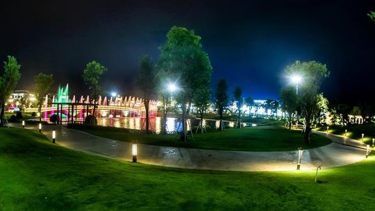 Công viên Vinhomes Central Park về đêm