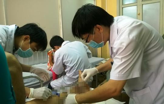 Điều trị chấn thương cho một bệnh nhân tại Bệnh viện Chỉnh hình và Phục hồi chức năng TP HCM