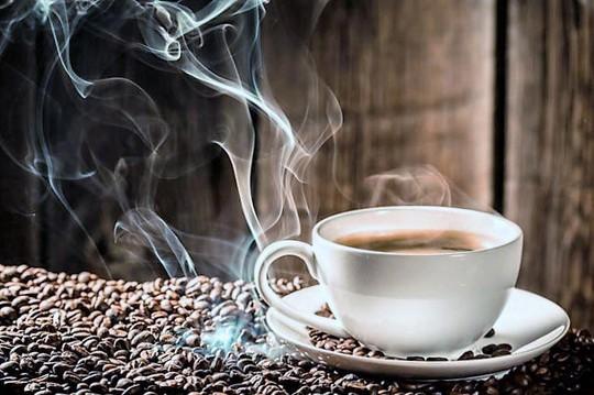 Thói quen dùng cà phê có thể làm phức tạp thêm việc chẩn đoán và điều trị cao huyết áp Ảnh: MNT