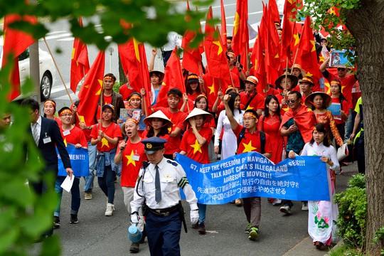 Tất cả tuần hành một cách trật tự nhằm phản đối việc Trung Quốc chiếm đóng trái phép quần đảo Hoàng Sa,Trường Sa của Việt Nam.