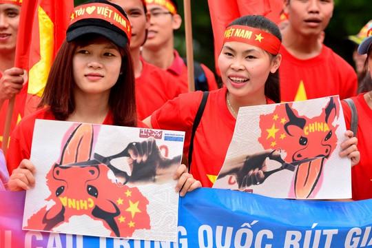 Rất nhiều người Việt sống tại Nhật Bản thể hiện động thái phản đối Trung Quốc xâm chiếm biển Đông.