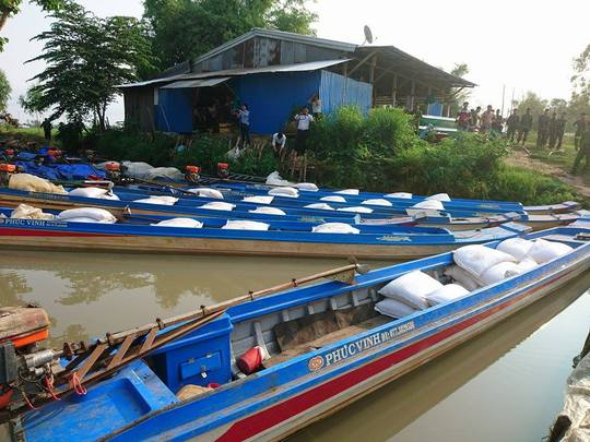 Cả 11 chiếc vỏ lãi đều bị bắt giữ sau khi cố quay đầu bỏ chạy về hướng Campuchia.